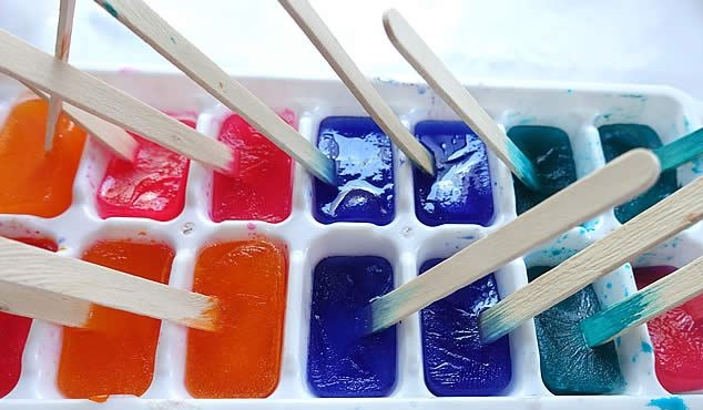 ice-cubes-in-use-for-painting-1